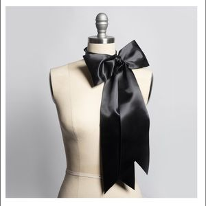 HUGE LEATHER & SATIN BOW CHOKER